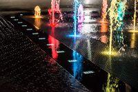 Оформление фонтана светящейся брусчаткой